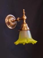 Μπρούντζινη απλίκα με ανάγλυφα σχέδια και κρύσταλλο κίτρινο